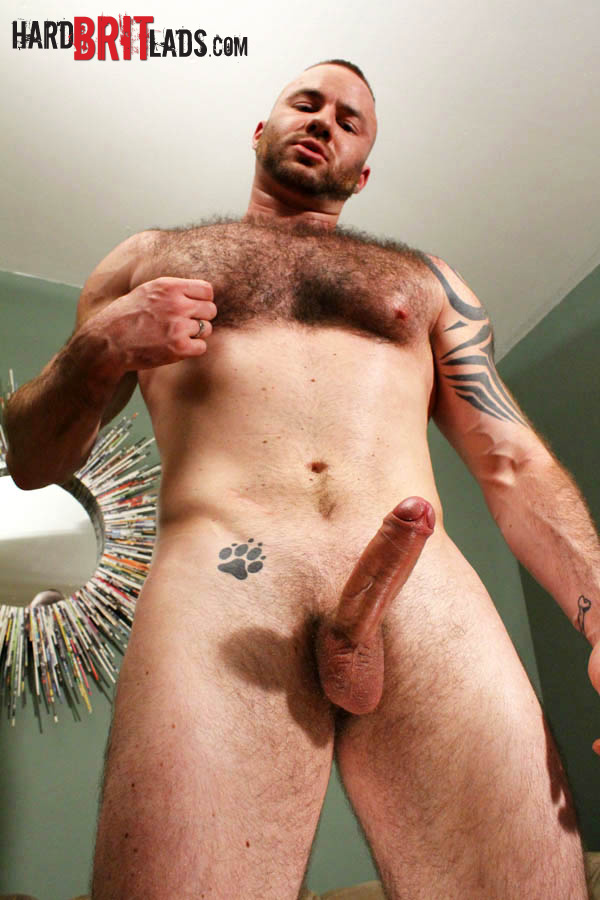 Hard-Brit-Lads-Justin-King-Young-Hairy-Muscle-Bear-Big-Uncut-Cock-Amateur-Gay-Porn-12 Amateur Young Hairy Muscle British Lad Jerks His Big Uncut Cock