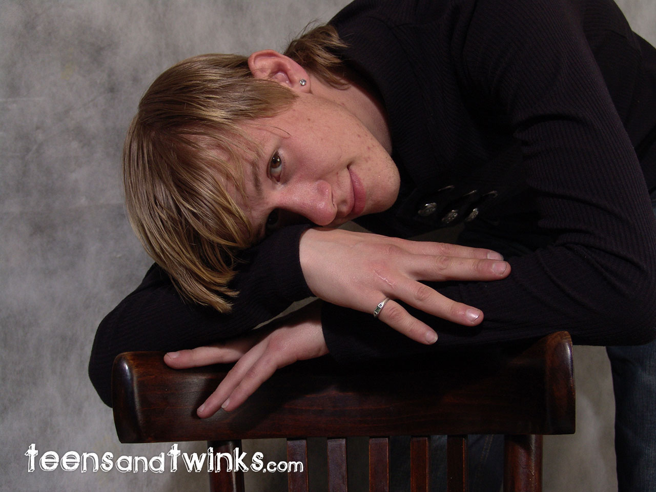 Teens-and-Twinks-Mark-Blonde-Twink-With-A-Huge-Cock-Masturbating-Amateur-Gay-Porn-01.jpg
